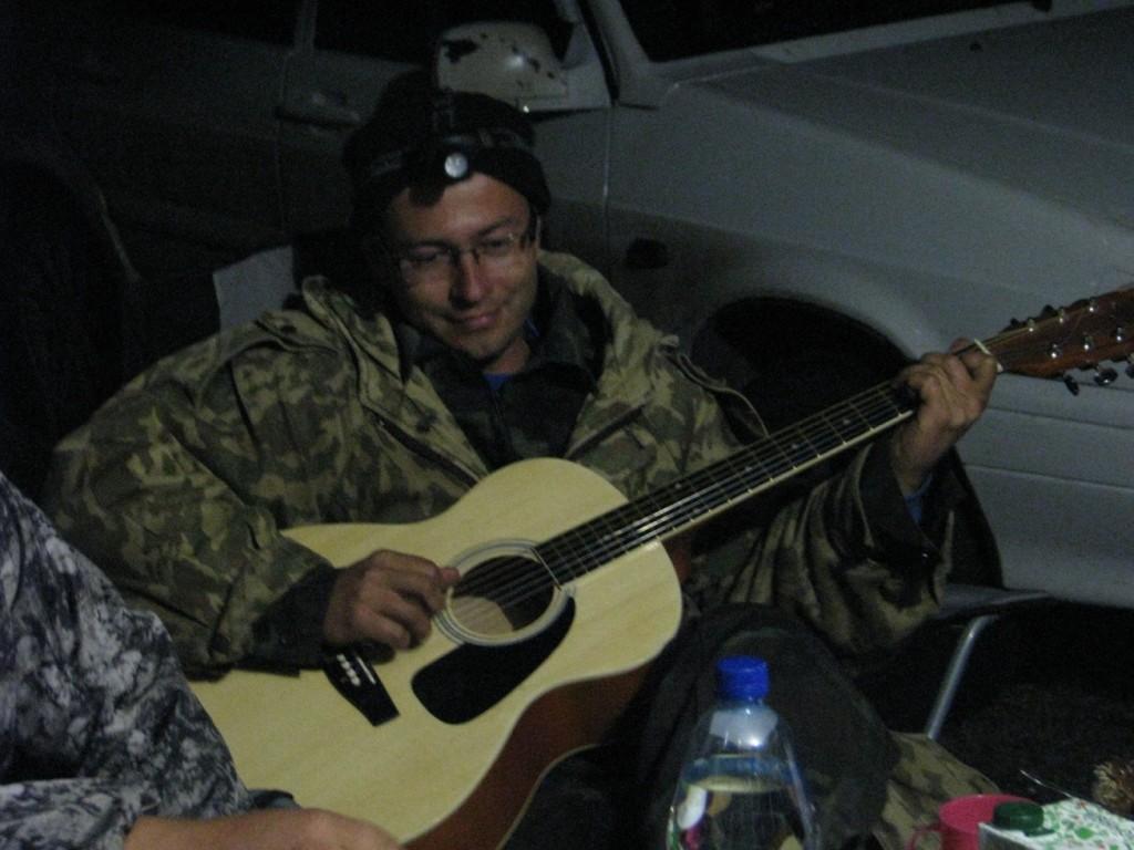 Поиграли на гитаре
