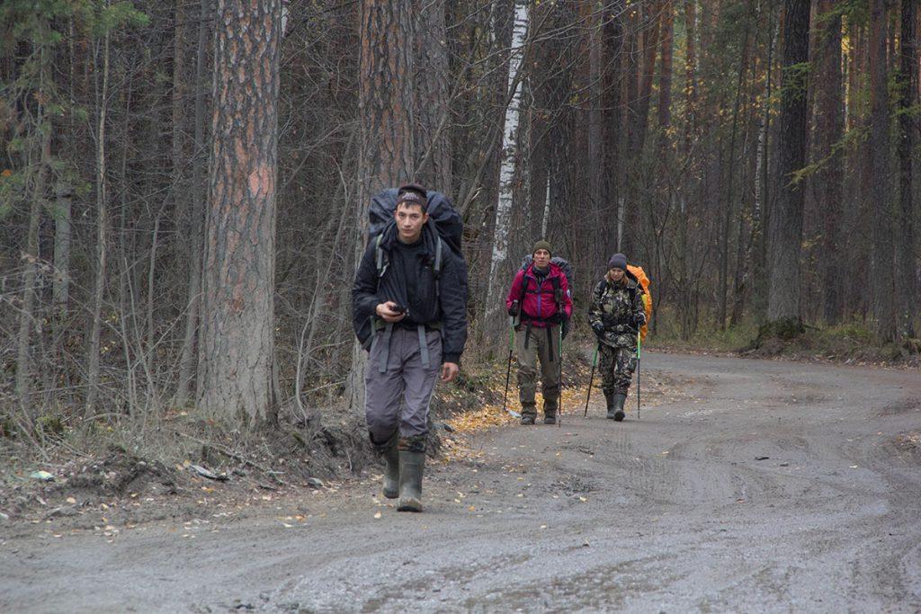 Дорога вдоль северного берега озера Тургояк.